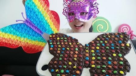 小姐姐脑洞大开,解压神器做超大蝴蝶巧克力,惊喜好看又好吃