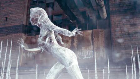 美女想用隐身技能搞偷袭,结果却被冷冻氮克制,变成冰雕!