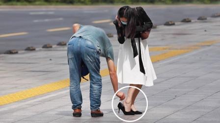 看到女生的脚被高跟鞋磨破,有人机智帮她化解难题