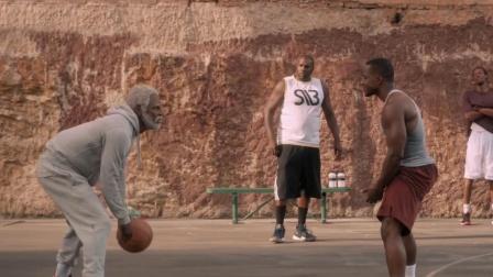 5个NBA球星化身老大爷,遭街球小伙嘲讽后,虐到他们怀疑人生
