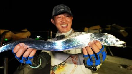 蓝旗鱼路亚   芥末酱油刺身刀,近海钓鱼三个小伙伴玩嗨了!