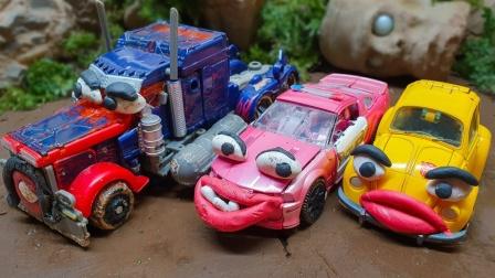 汽车玩具:警车和赛车居然在泥土里赛车,究竟怎么回事?