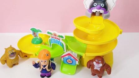 面包超人水上乐园彩球惊喜玩具来咯 快来看看熊大熊二得到了什么
