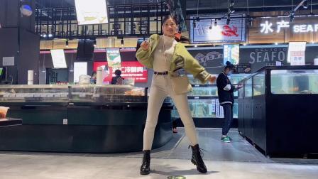 美女超市尬舞,眼镜男偷拍是亮点