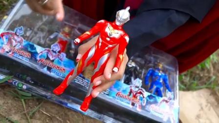 特利迦奥特曼玩具开箱,开箱后发现稀有版黄金奥特曼玩具