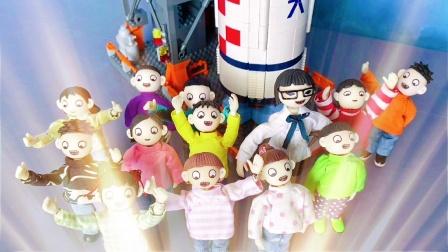 航天知识抢答赛,同学们成功与火箭合影