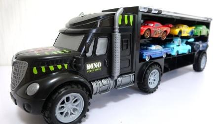12辆精致的小赛车乘坐黑色大卡车