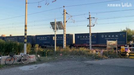 东大沽八煤路道口可两列火车过