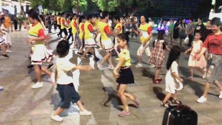 广场舞8步对跳《燃烧的爱火》全场有3个亮点,你找到了吗