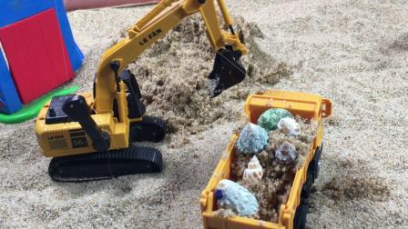 工程车故事:挖掘机发现的贝壳,被翻斗车强行夺走了