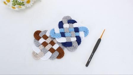 娟娟编织 像拼图一样拼接出来的隔热杯垫.