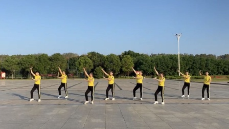 《美丽中国走起来》广场舞姐姐们飒爽英姿跳起来 传递正能量