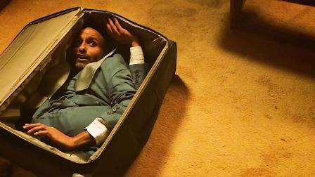 神秘男子被困在箱子里,感觉痛苦就会口吐金币(上)