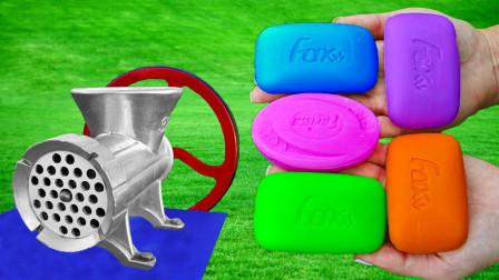 外国妹子肥皂新玩法,直接上机器嚼,声音和画面太解压了
