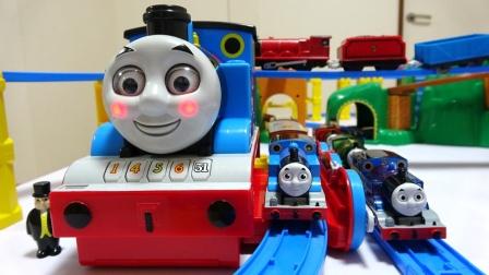 大托马斯站台轨道和彩色小火车玩具,托马斯和他的朋友们