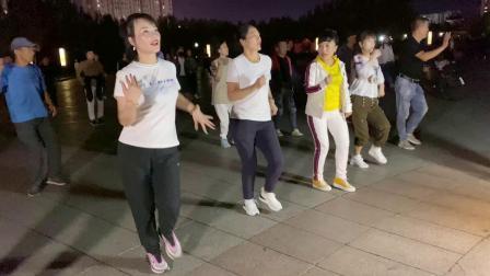 广场健身舞《来跳舞》