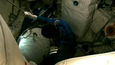 神舟十三号航天员进入节点舱 神舟十三号航天员进驻中国空间站 20211016