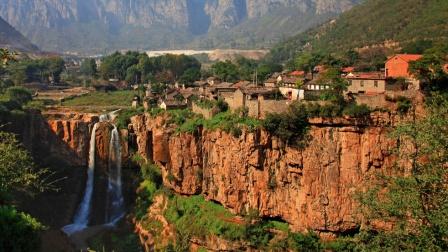 中国高居悬崖的奇异村落,千米悬崖,他们居然生活了2000多年