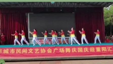 正能量歌曲《山河美》广场舞大姐舞台表演飒爽英姿跳出健康和自信
