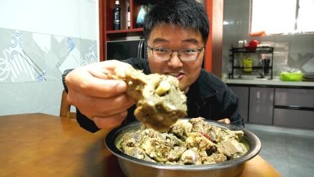 5个人一盆不够吃,10斤羊蝎子火锅一顿吃过瘾,天冷就该这样吃