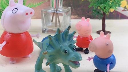 妈妈给佩奇买了手链,给乔治买了恐龙