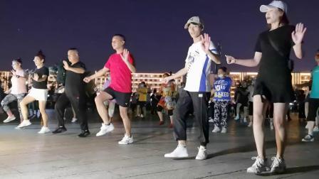 64步广场舞《一生与你擦肩而过》