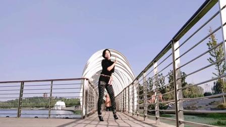 桥上跳舞自带的特效《何必西天万里遥》简单爆火网络流行舞