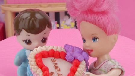 两个小宝宝偷吃蛋糕,爸爸急坏了
