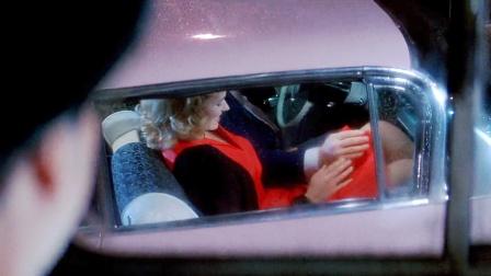 老司机开车看美女造成严重车祸!