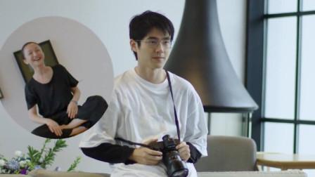 迷弟刘昊然发文为偶像周迅庆生 用相机亲自为其拍大片