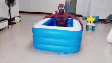 蜘蛛侠爸爸造了一个游泳池,宝宝直接跳进去