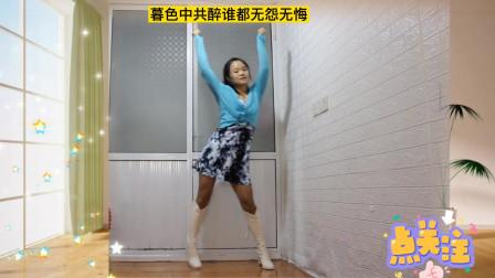 最新红歌《和你拥抱便要飞》动感旋律,新颖舞步,跳出靓丽舞姿