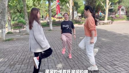 目前很流行的鬼步舞,2步一看就会,不信你也试一试