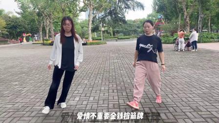 2个美女跳鬼步舞《流氓步》斗舞,都是新手,你说谁更厉害!