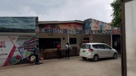 非洲卢旺达探店,从网上排名第一的餐厅开始,外国白人较多