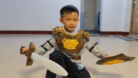 穿盔甲的宝宝手握宝剑,太厉害了!