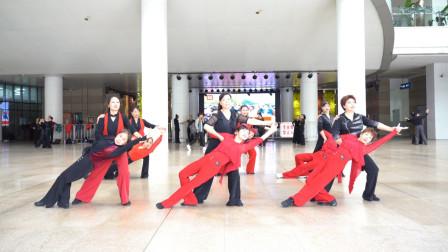 广场舞《山谷里的思念》四步造型团队版,优美大气,成都芳芳团队