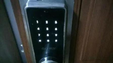 女子晚上住酒店 密码锁被悄悄打开