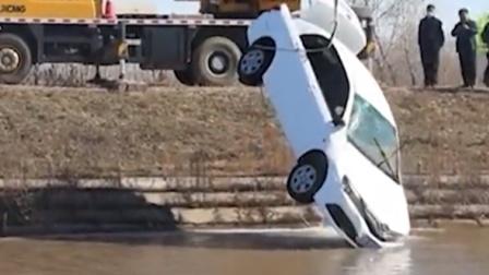 女子驾车冲入水渠 3人不幸遇难