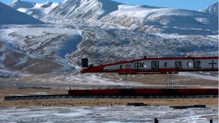 2千吨国之重器火了!将喜马拉雅山拦腰打穿,建世界海拔最高铁路
