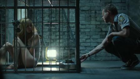 男子表白被拒后竟把女孩锁在铁笼内,当成宠物来养!