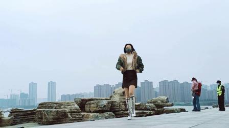 清河边跳支广场舞【烟雨人间】全网流行舞,好听更好看