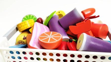 满满一筐的水果蔬菜切切乐玩具 砍甘蔗切牛排