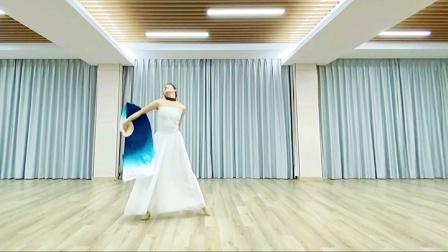 贾晓宇老师原创当代舞《故乡的云》。