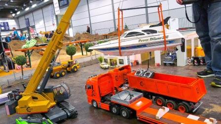 彩色卡车和吊车玩具运输船