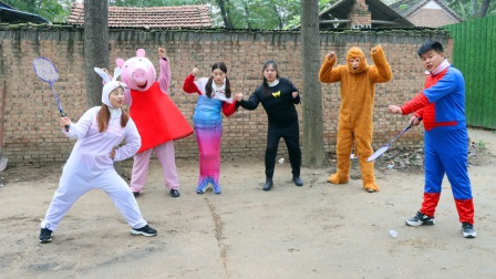 小伙伴们分成两队玩羽毛球大赛,动物队大战英雄队,谁会获胜呢