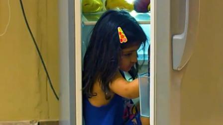 夫妻吵架妈妈自杀,3岁小女孩独自在家,全程看着触目惊心!