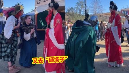 """又去国外砸场子?中国姑娘穿汉服出席文艺复古节,老外""""疯了"""""""