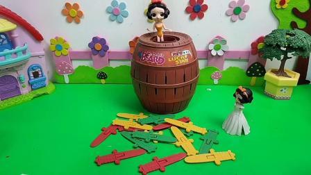 玩具故事:小贝儿小白雪能救出白雪妈妈吗?