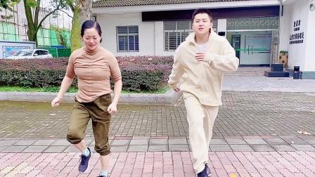 最近很流行的2步舞,简单好看又好学,坚持一个月能瘦10斤!
